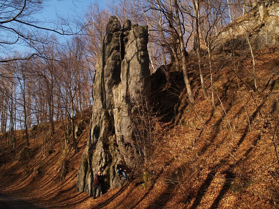 A Kutyaszorító perlit kőbástyái (Tokaji-hegység)
