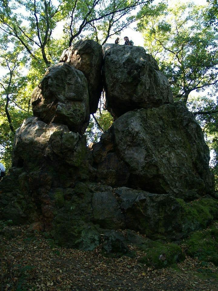 A meleg-hegyi Likas-kő (Velencei-hegység)