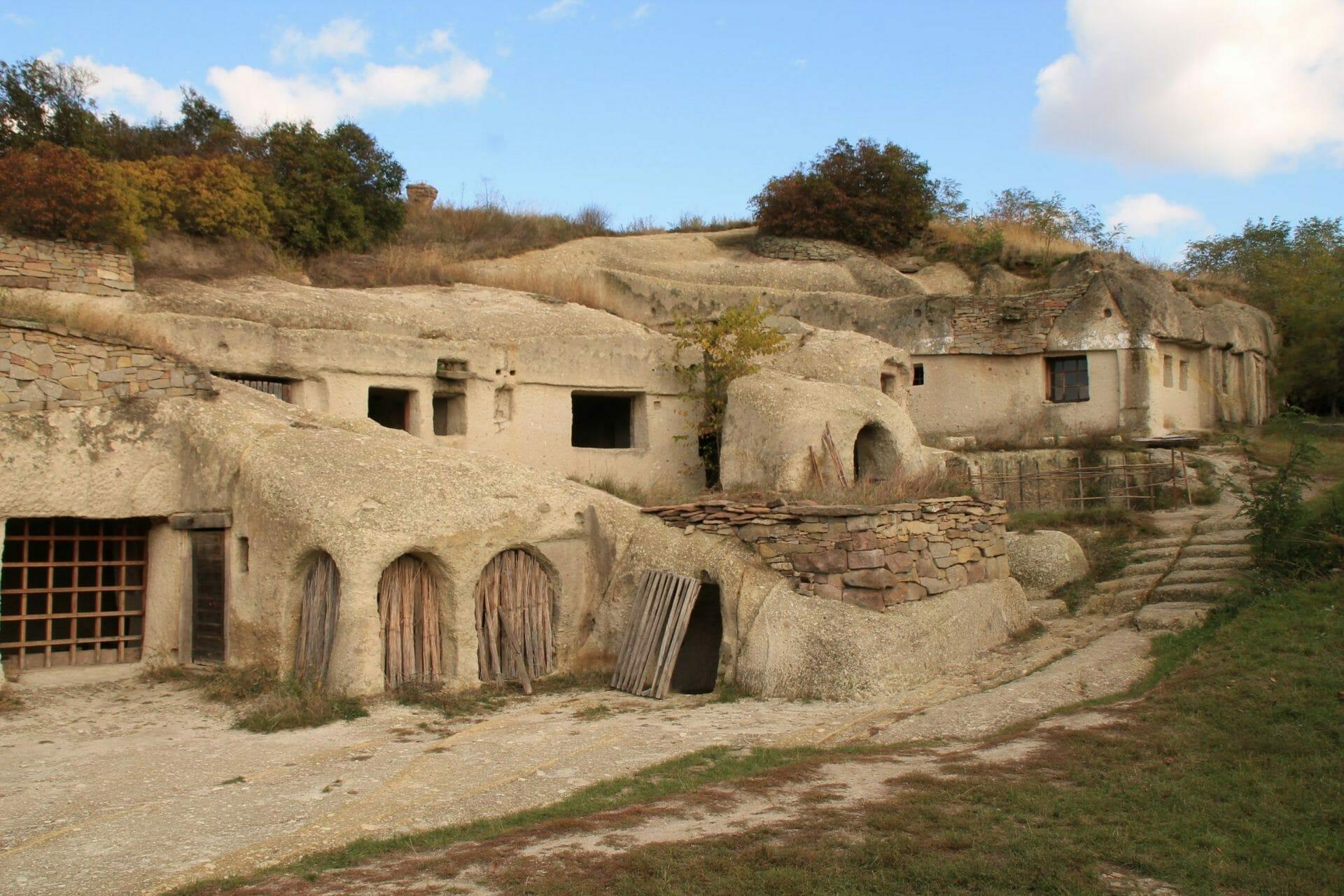 A noszvaji Pocem barlanglakásai