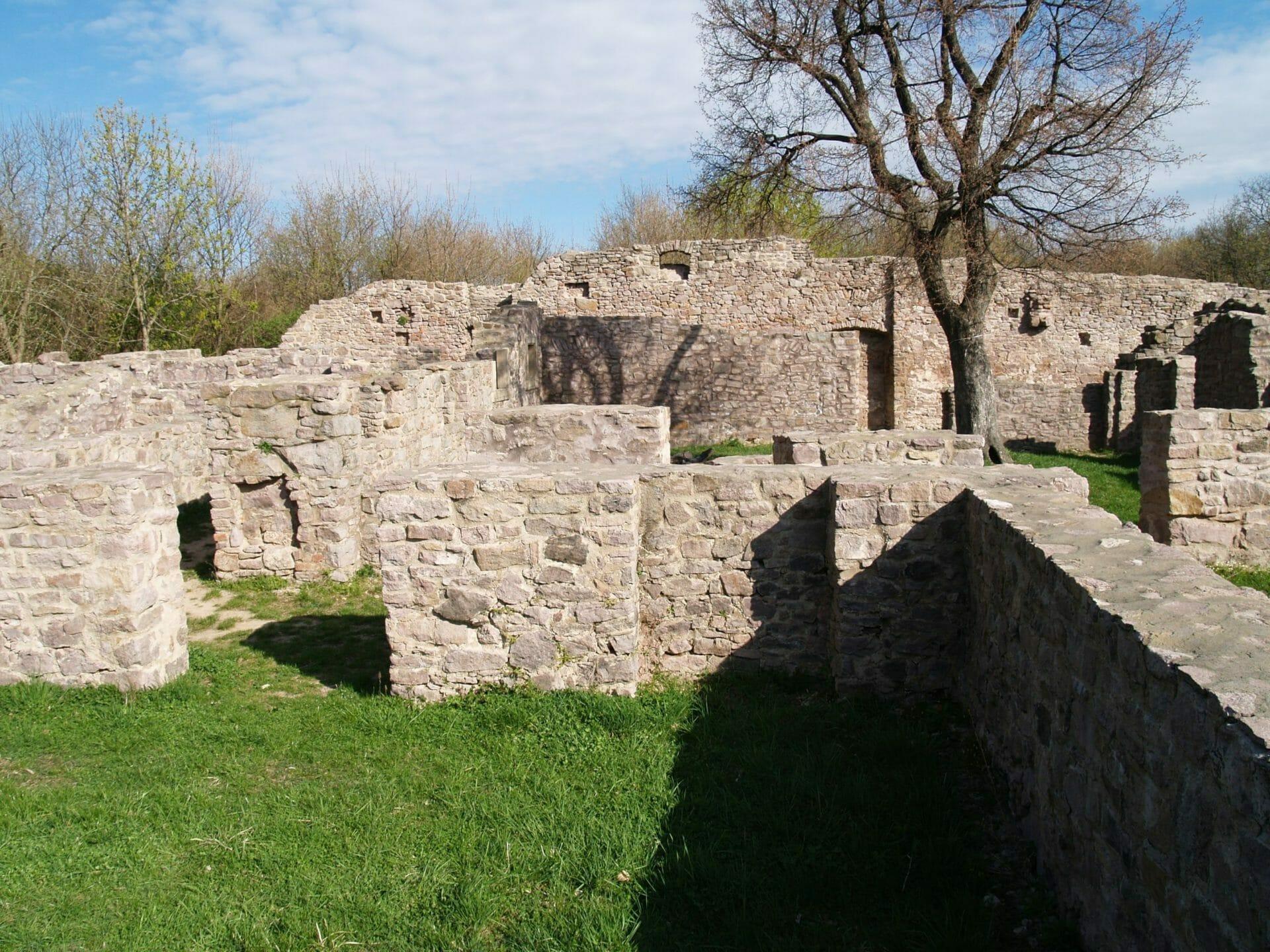 A pálos kolostor és a Nyugat-Mecsek kövei